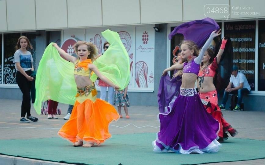 Под открытым небом у дворца спорта «Юность» выступил танцевальный клуб «Ultra-Dance», фото-2