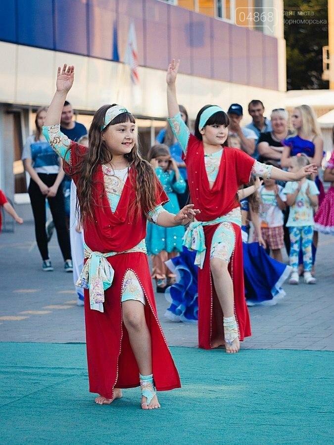 Под открытым небом у дворца спорта «Юность» выступил танцевальный клуб «Ultra-Dance», фото-10