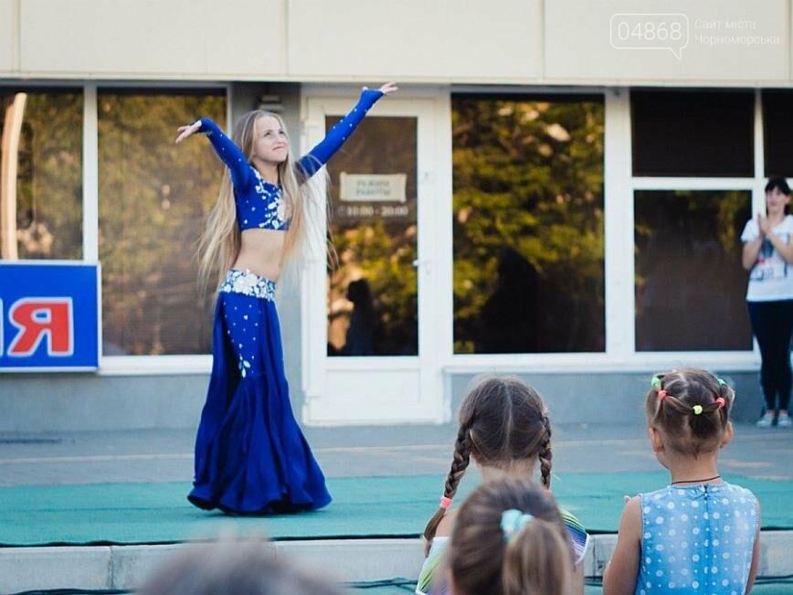 Под открытым небом у дворца спорта «Юность» выступил танцевальный клуб «Ultra-Dance», фото-5