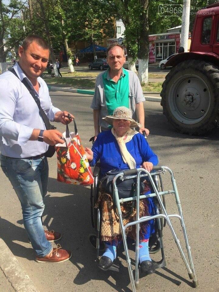 Всем миром: неравнодушные общественники Черноморска помогают незащищённым жителям города (фото), фото-16