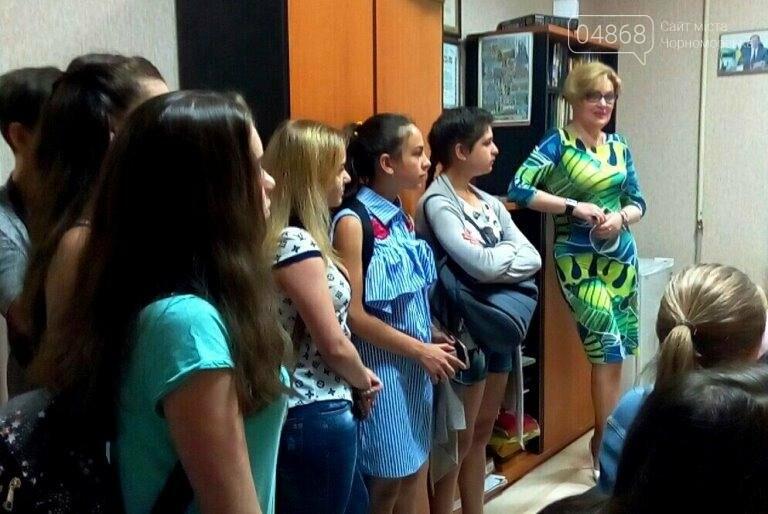 Юные лидеры Черноморска посмотрели вблизи на работу «четвёртой власти» (фото), фото-6