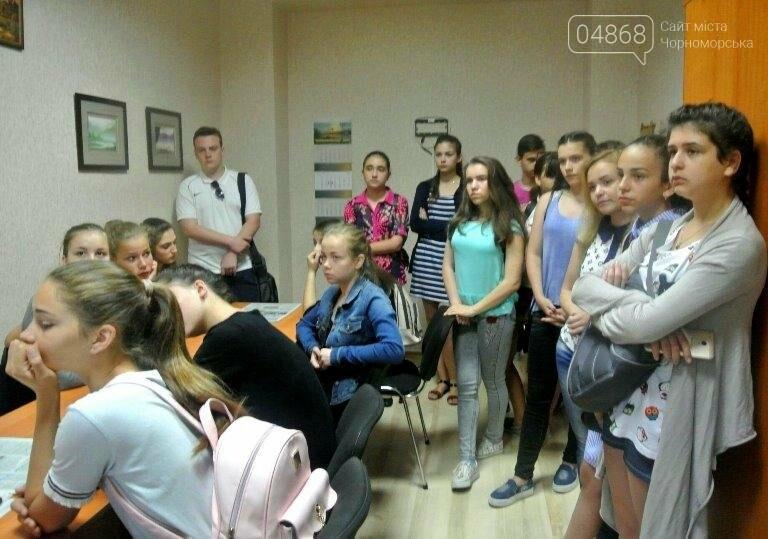 Юные лидеры Черноморска посмотрели вблизи на работу «четвёртой власти» (фото), фото-9