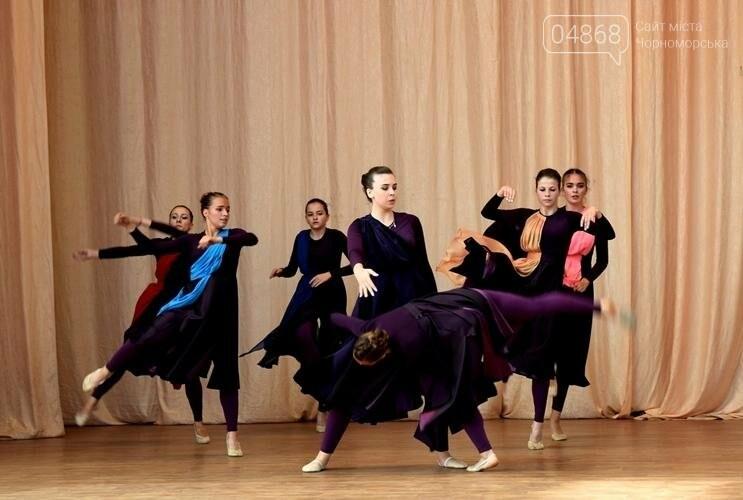 «Если душа родилась крылатой...»: в Черноморске прошёл яркий концерт танцевального коллектива «Радость», фото-1