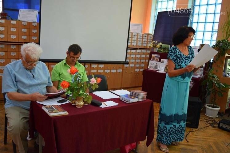 «Любимый город – как центр Вселенной»: в Черноморске презентовали новую книгу стихов Таисии Сапрыкиной, фото-1