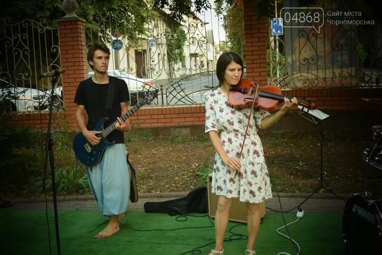 На два часа сквер у Дворца культуры Черноморска превратился в «Музыкальный дворик», фото-3