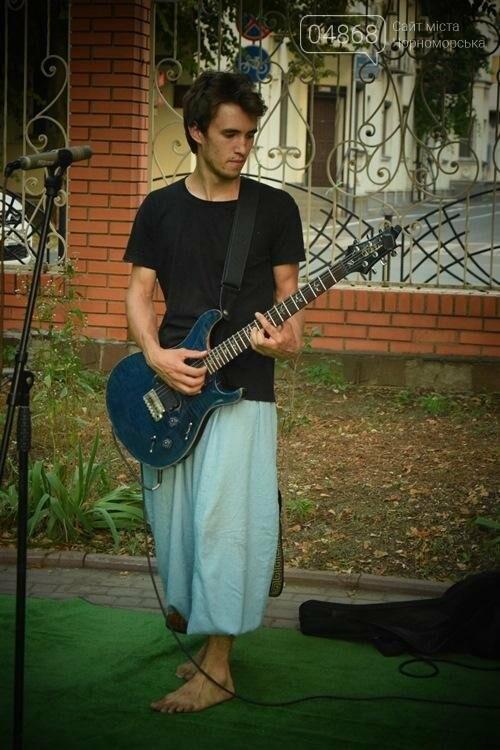 На два часа сквер у Дворца культуры Черноморска превратился в «Музыкальный дворик», фото-10