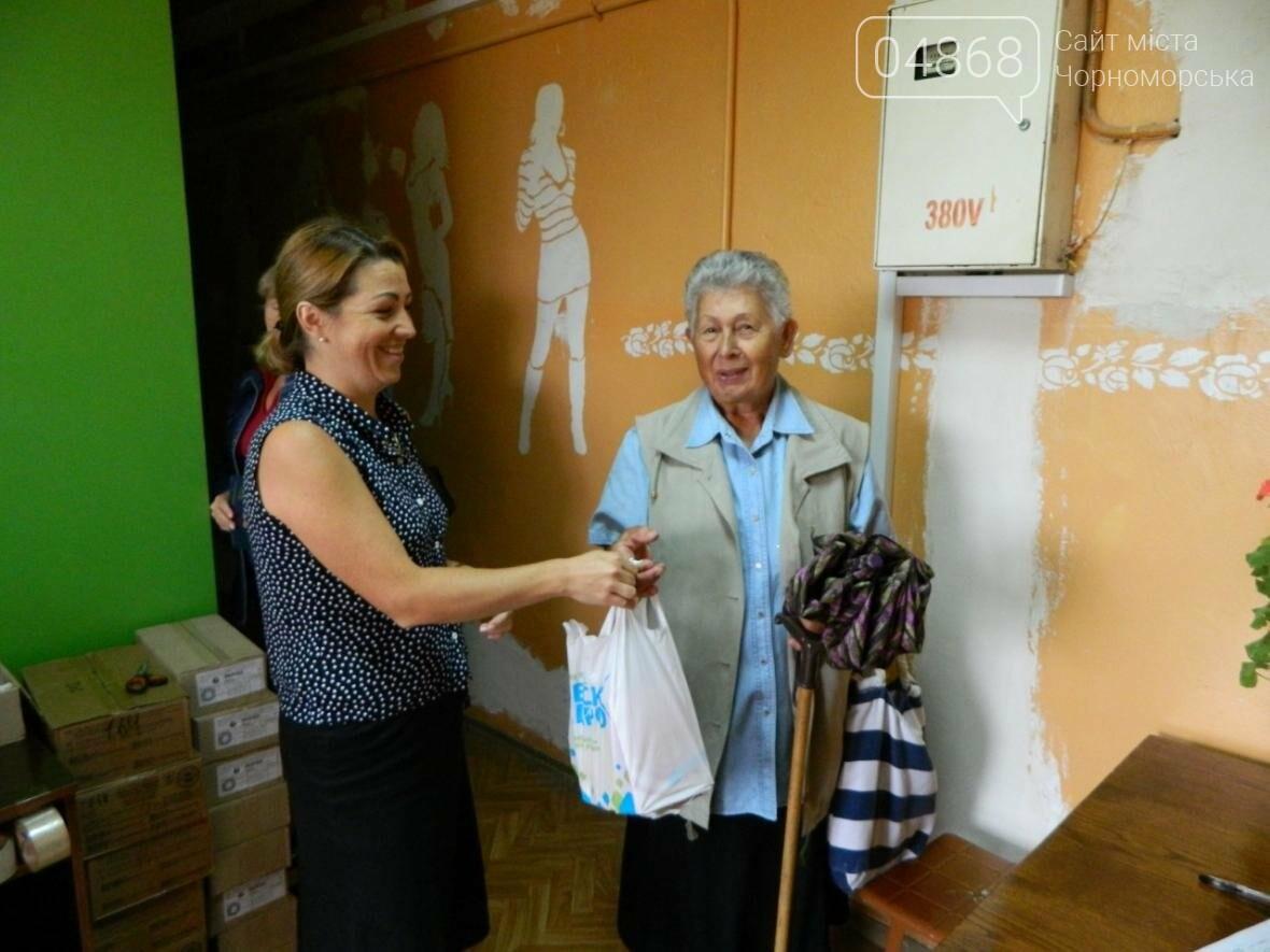 Черноморский социальный центр продолжает осуществлять помощь жителям города (фото), фото-5