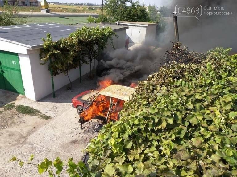 В Черноморске снова горят автомобили (фото, видео), фото-1