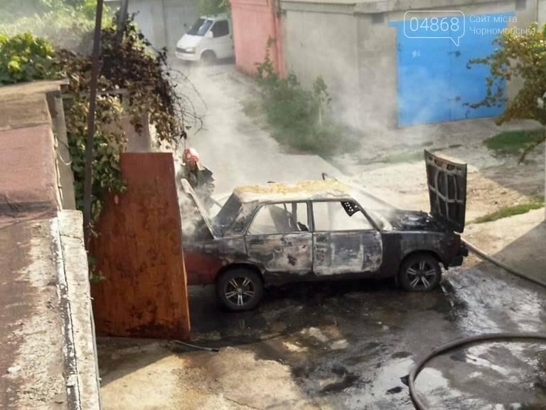 В Черноморске снова горят автомобили (фото, видео), фото-6