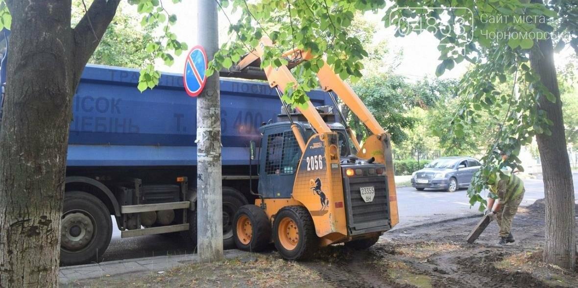 «Автодор» продолжает работы по ремонту внутриквартальных дорог Черноморска (фото), фото-2