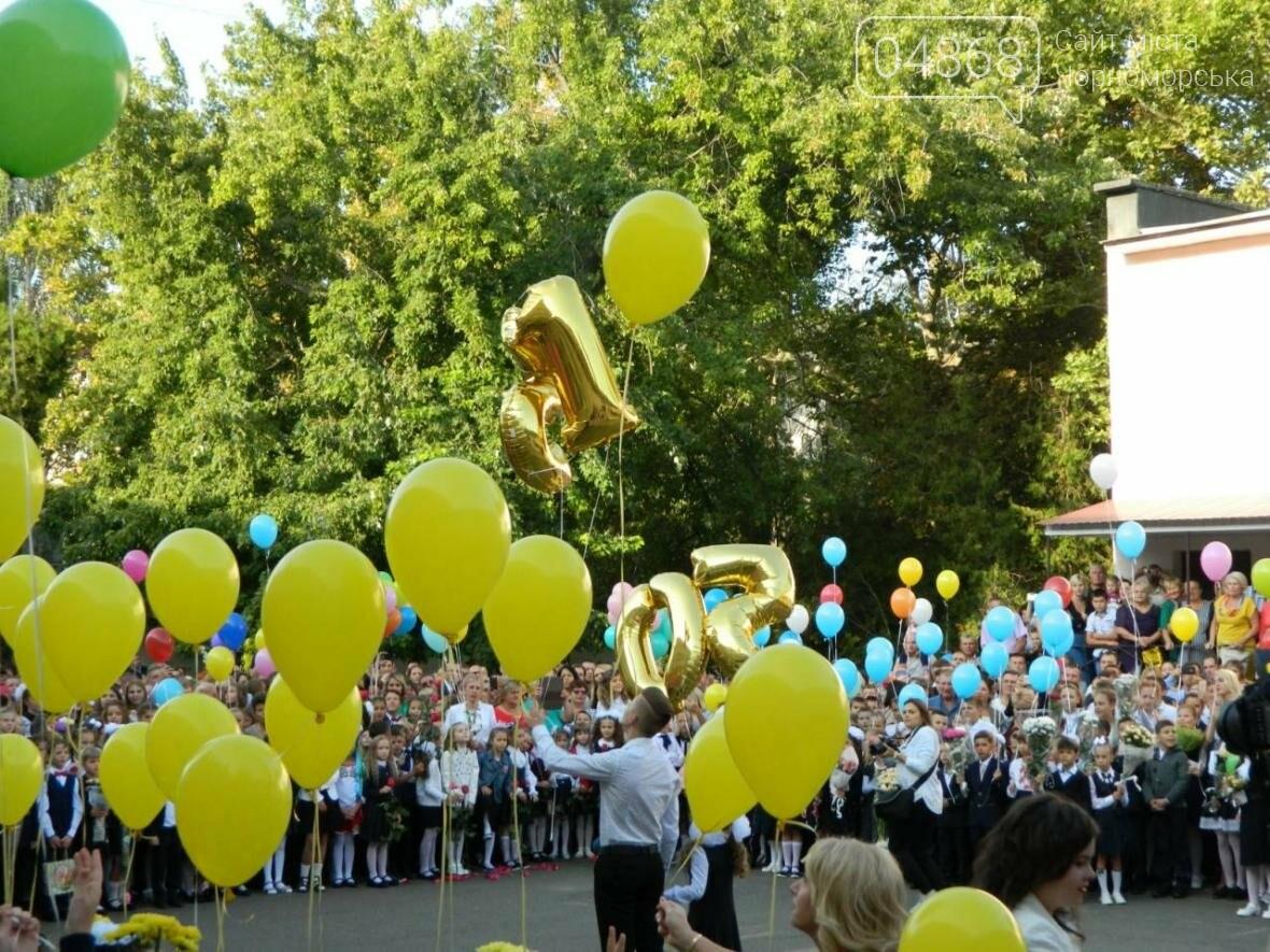 В школах Черноморска прозвенел первый звонок (фото), фото-10