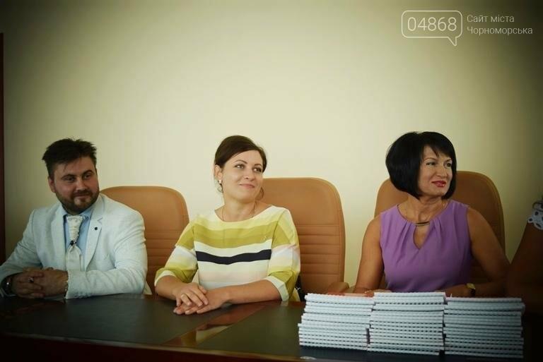 В Черноморске поздравили будущих «светил медицины» (фото), фото-13