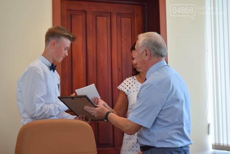 В Черноморске поздравили будущих «светил медицины» (фото), фото-7