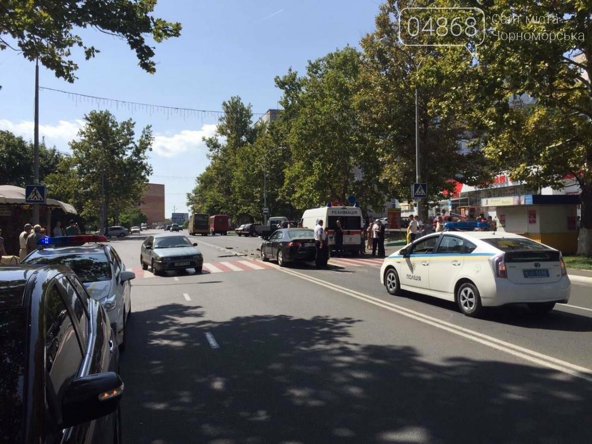 На центральной улице Черноморска ДТП с участием маршрутки (видео), фото-1