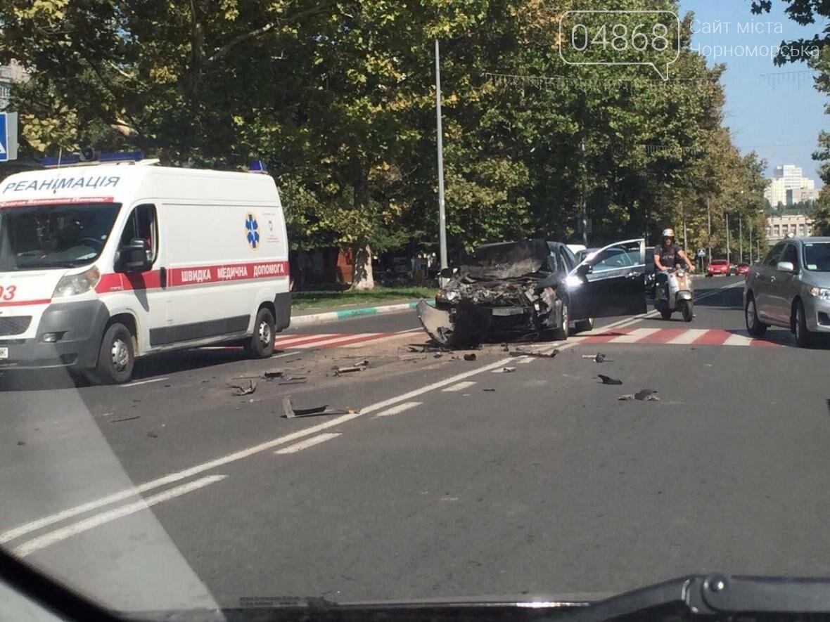 На центральной улице Черноморска ДТП с участием маршрутки (видео), фото-4