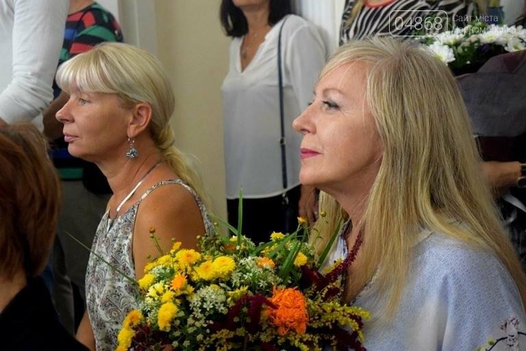Ко Дню цветов в музее Черноморска расцвели цветы художницы Натальи Видовой, фото-1