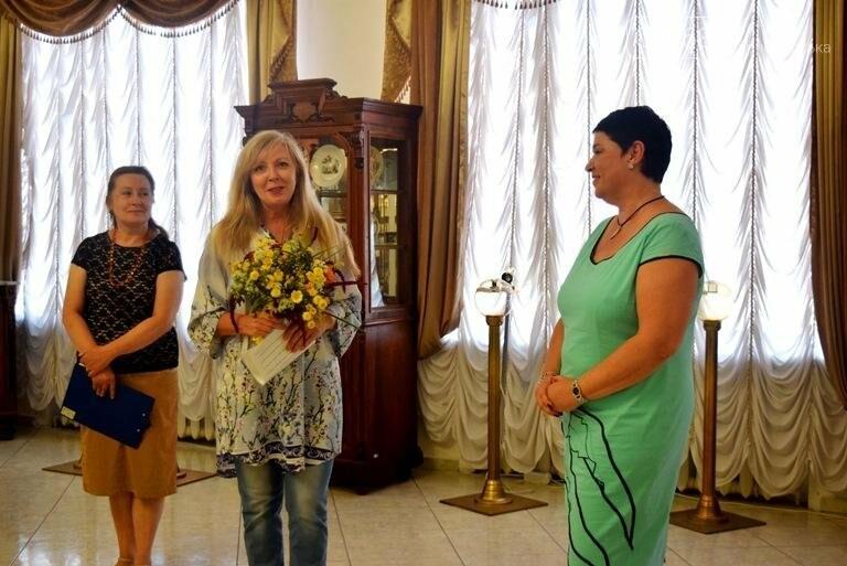 Ко Дню цветов в музее Черноморска расцвели цветы художницы Натальи Видовой, фото-3