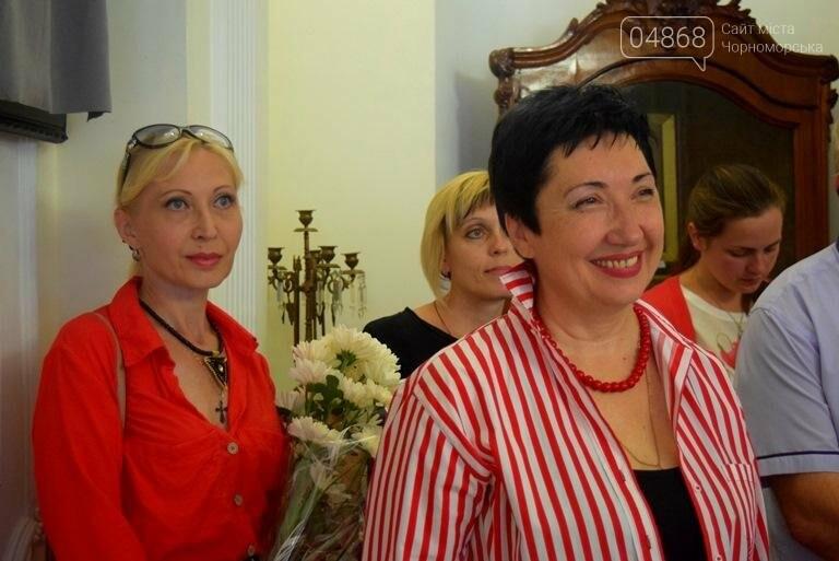Ко Дню цветов в музее Черноморска расцвели цветы художницы Натальи Видовой, фото-2
