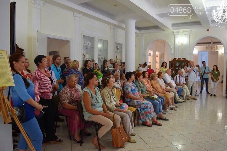 Ко Дню цветов в музее Черноморска расцвели цветы художницы Натальи Видовой, фото-5