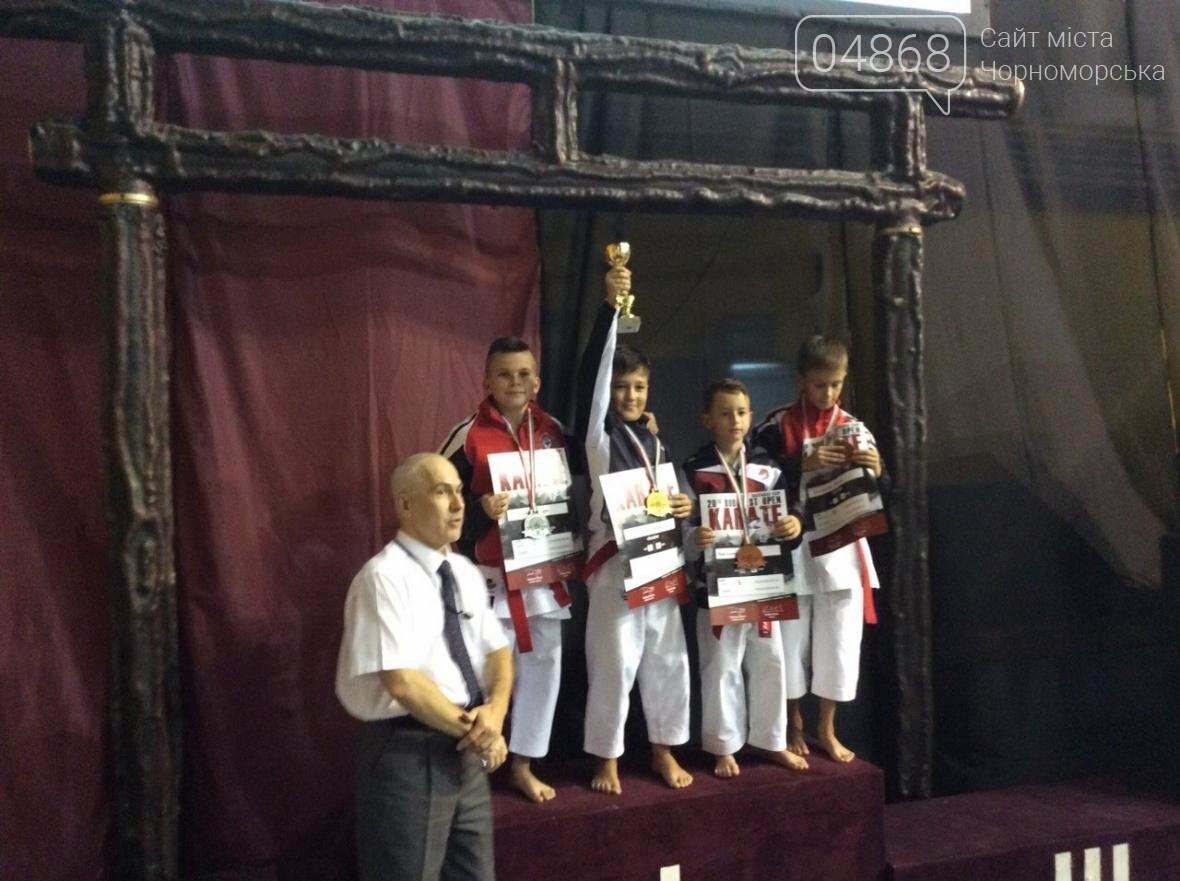 Черноморские каратисты привезли 5 медалей с чемпионата в Венгрии (фото), фото-1