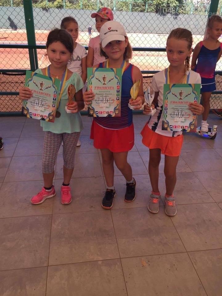 В Черноморском теннисном клубе прошел турнир среди его воспитанников, фото-1
