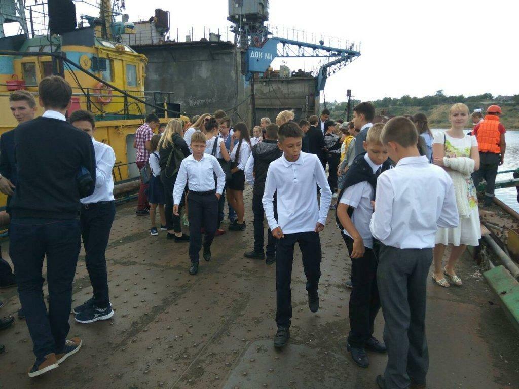 Черноморским школьникам провели экскурсию по акватории порта, фото-3