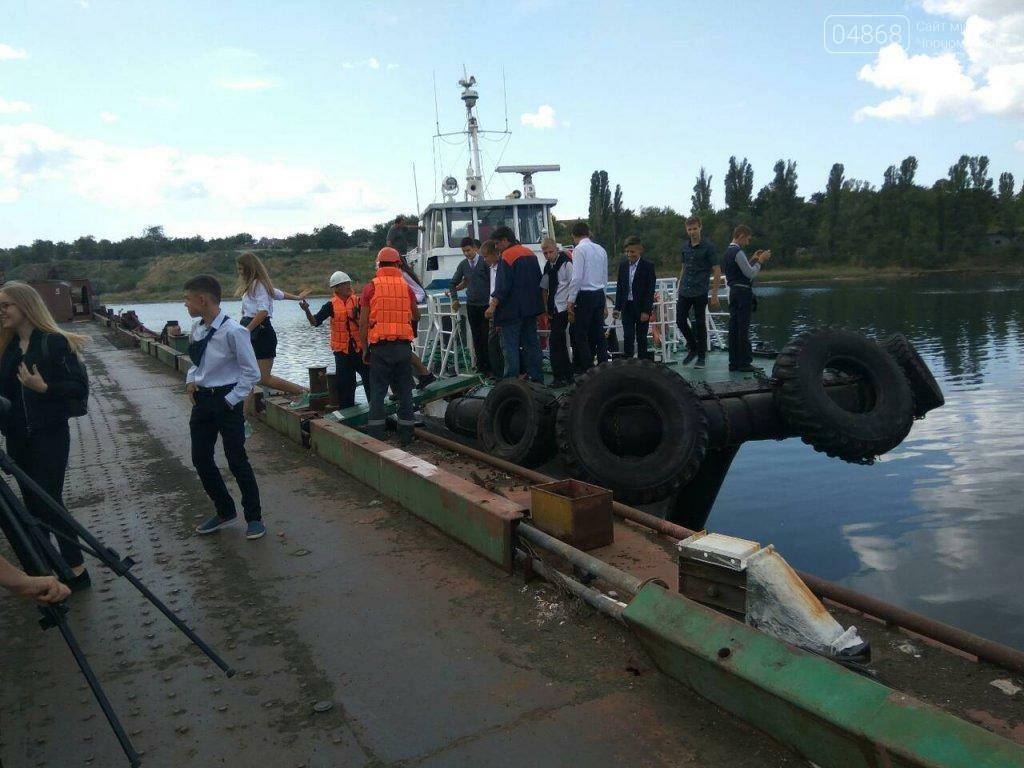 Черноморским школьникам провели экскурсию по акватории порта, фото-4