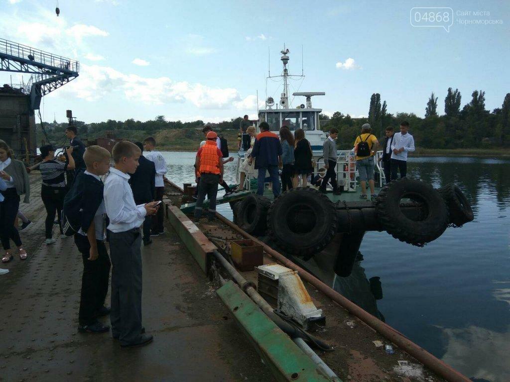 Черноморским школьникам провели экскурсию по акватории порта, фото-2