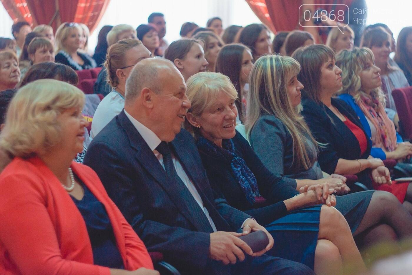 В Черноморске поздравили педагогов с Днём работников образования (фото), фото-7