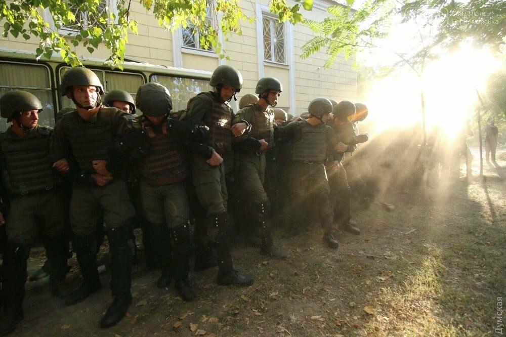 Черноморская полиция ищет свидетелей событий, происходивших у здания Ильичевского суда 18 сентября 2017 года, фото-3