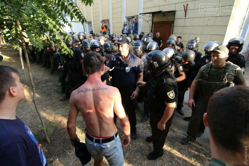Черноморская полиция ищет свидетелей событий, происходивших у здания Ильичевского суда 18 сентября 2017 года, фото-1