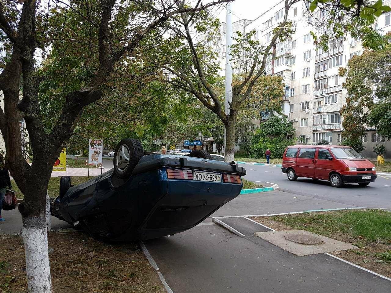 ДТП в Черноморске: водитель сбил пешехода и перевернулся (фото), фото-1