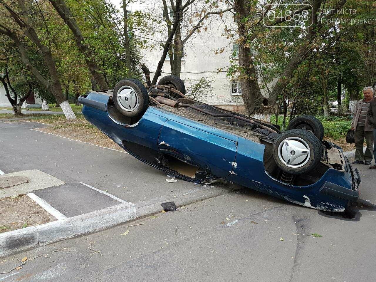 ДТП в Черноморске: водитель сбил пешехода и перевернулся (фото), фото-2