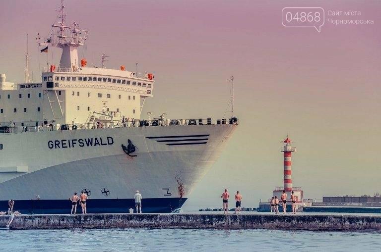 Этот день в истории Черноморска: 5 октября 1965 года в порту был открыт Ильичёвский маяк, фото-2