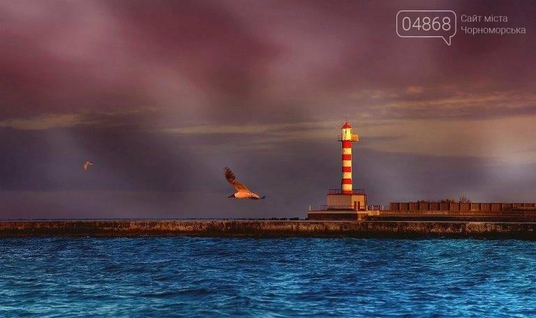 Этот день в истории Черноморска: 5 октября 1965 года в порту был открыт Ильичёвский маяк, фото-1