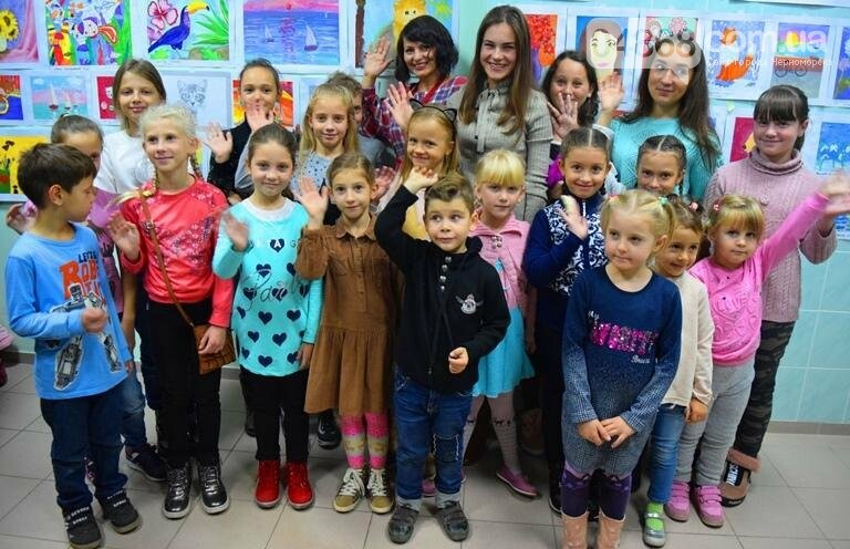 100 детских рисунков: в Черноморске открылась выставка «Краски жизни» (фото), фото-16