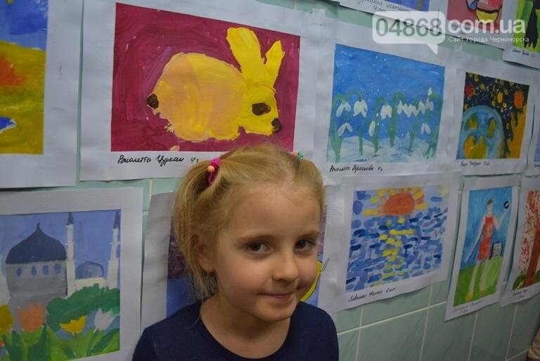 100 детских рисунков: в Черноморске открылась выставка «Краски жизни» (фото), фото-2