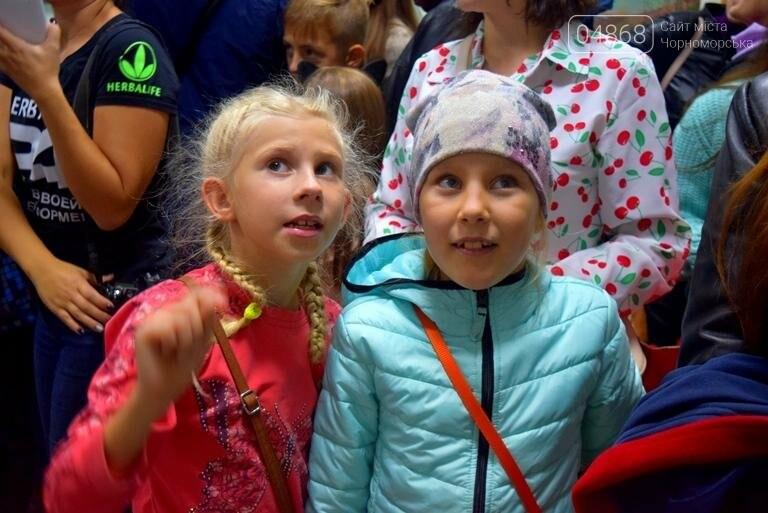 100 детских рисунков: в Черноморске открылась выставка «Краски жизни» (фото), фото-13