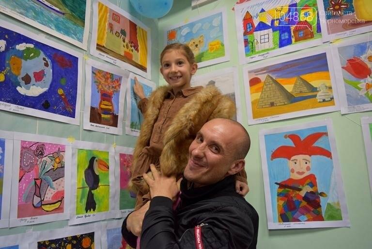 100 детских рисунков: в Черноморске открылась выставка «Краски жизни» (фото), фото-7
