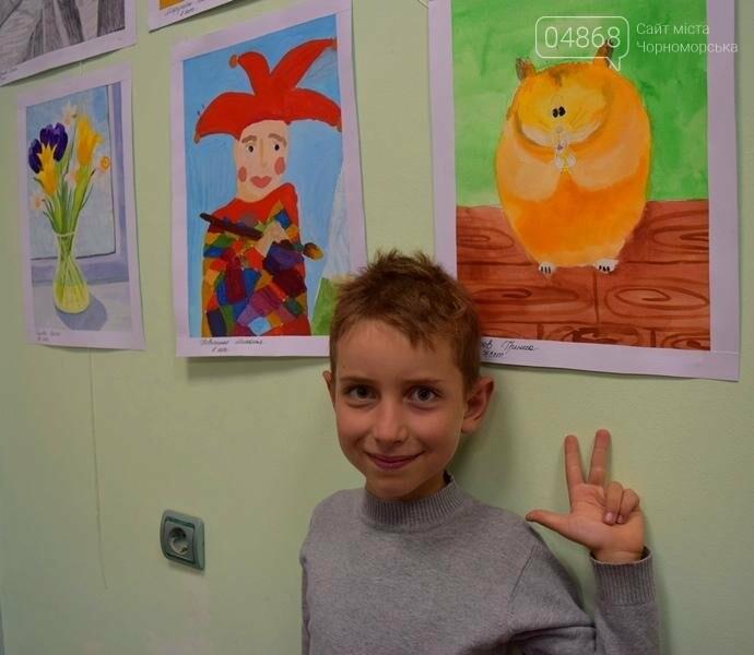 100 детских рисунков: в Черноморске открылась выставка «Краски жизни» (фото), фото-12