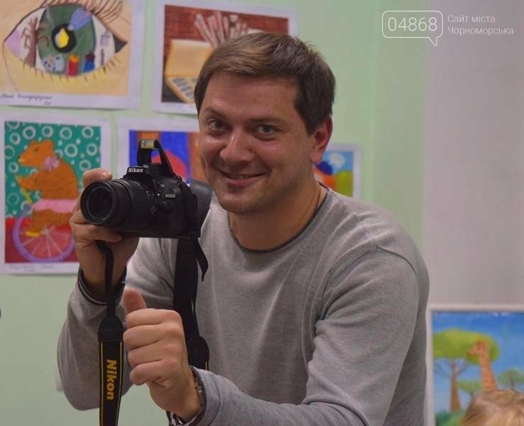 100 детских рисунков: в Черноморске открылась выставка «Краски жизни» (фото), фото-17