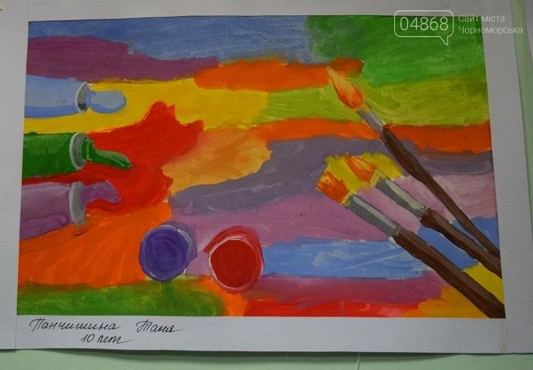 100 детских рисунков: в Черноморске открылась выставка «Краски жизни» (фото), фото-4