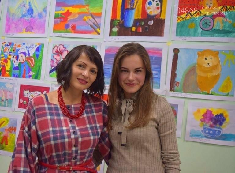 100 детских рисунков: в Черноморске открылась выставка «Краски жизни» (фото), фото-10