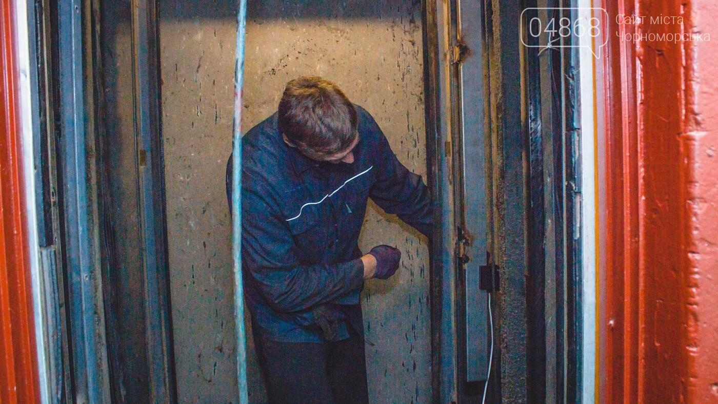 В Черноморске ремонтируют лифтовое оборудование, фото-6