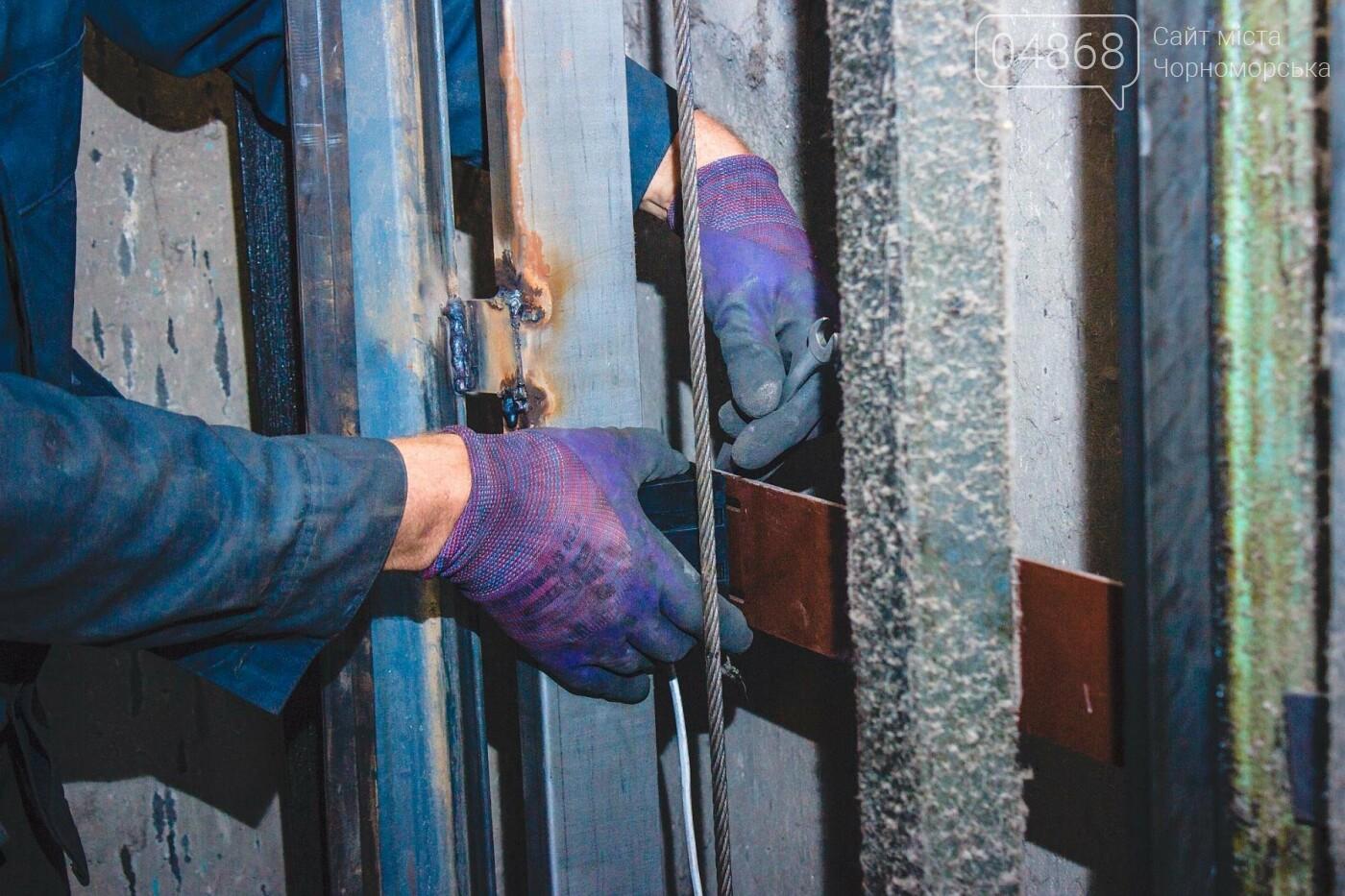 В Черноморске ремонтируют лифтовое оборудование, фото-4