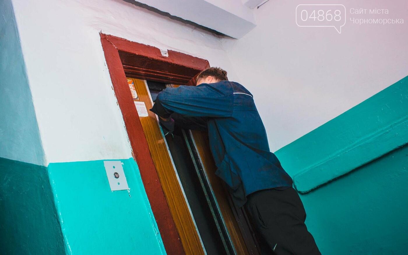 В Черноморске ремонтируют лифтовое оборудование, фото-1
