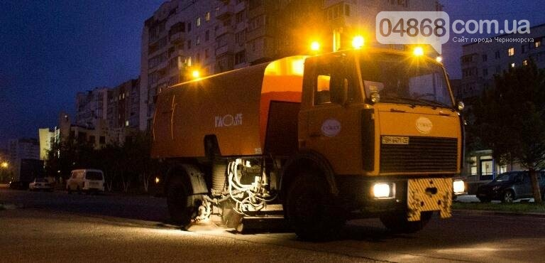 Осенний листопад: коммунальщики Черноморска рассказали о том, как поддерживается чистота города (фото), фото-8