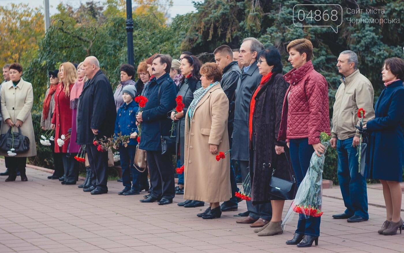 В Черноморске накануне Дня освобождения Украины прошло возложение цветов к Обелиску Славы, фото-4