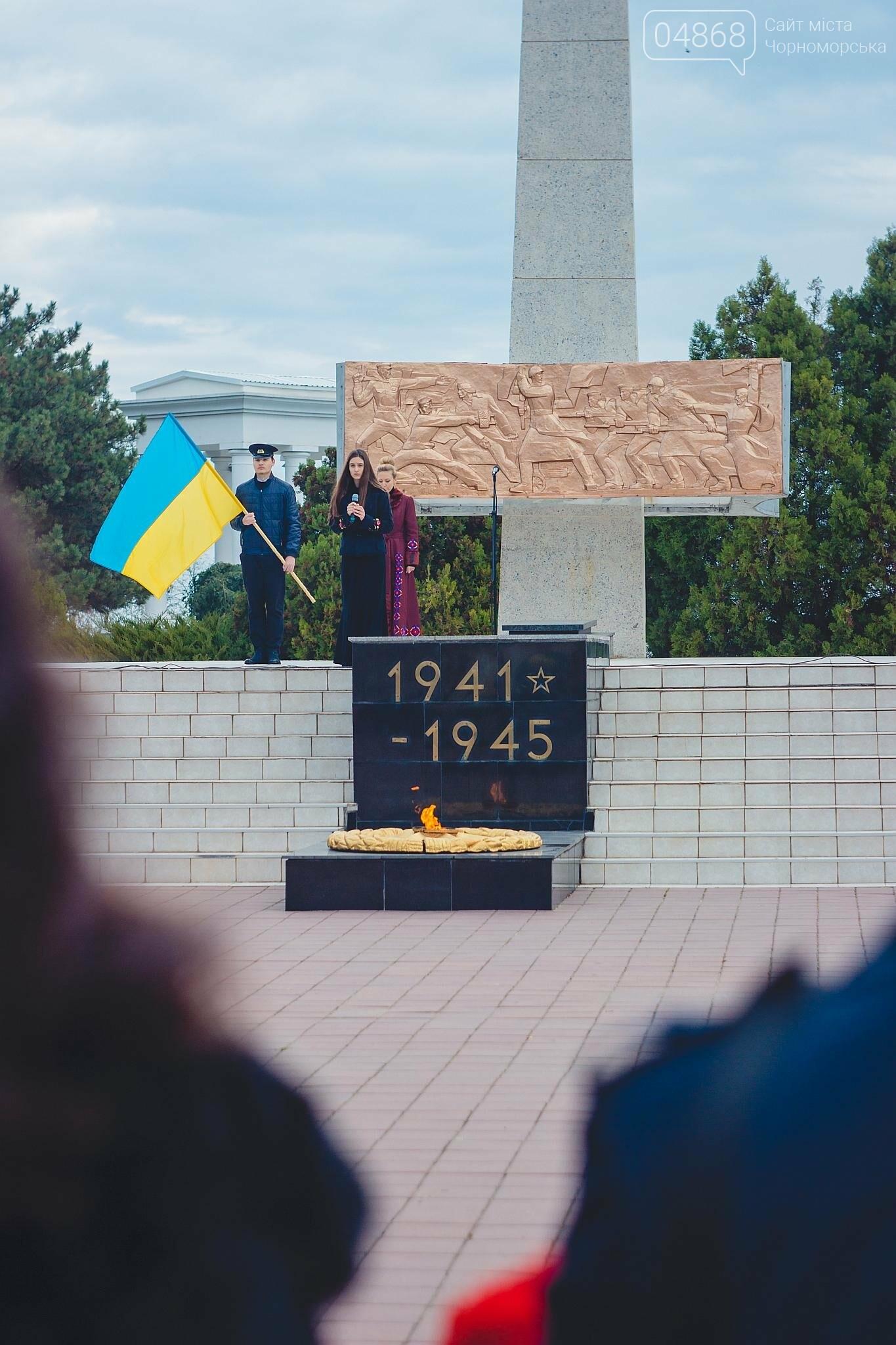 В Черноморске накануне Дня освобождения Украины прошло возложение цветов к Обелиску Славы, фото-3