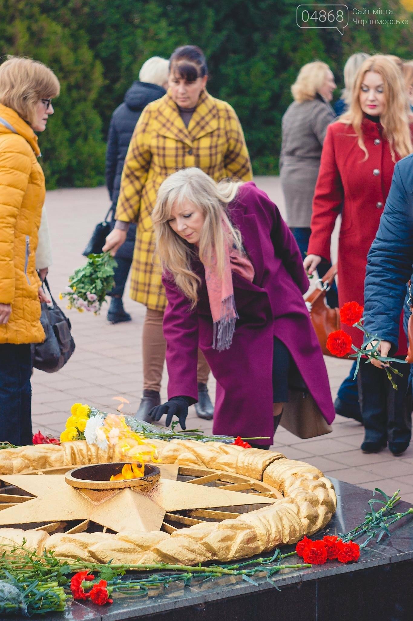 В Черноморске накануне Дня освобождения Украины прошло возложение цветов к Обелиску Славы, фото-5